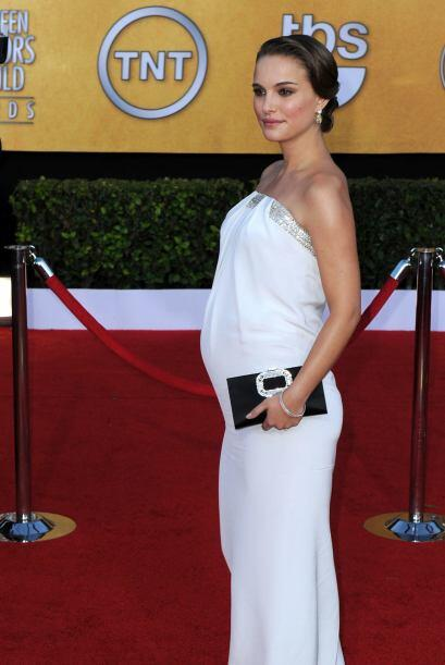 Su pancita y su bebé iban creciendo poco a poco y la elegancia de Portma...