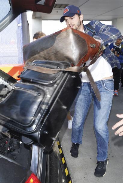 Ahí subió como pudo todas las maletas, para salir lo más rápido posible....