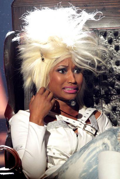 ¡Oops! al parecer le explotó el boiler a este cantante y su peluca quedó...