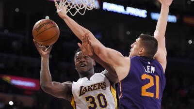 Lakers se impuso 99-77 a Phoenix