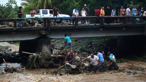 Cuatro fallecidos dejan las inundaciones generadas por las fuertes y con...