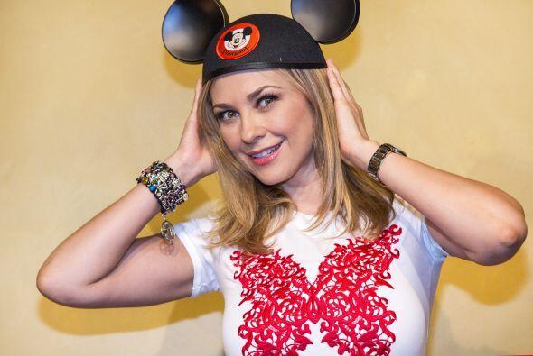 Aracely Arámbula es otra que se divirtió en Disney.