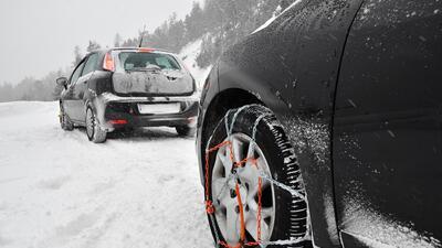 Tips para manejar en nieve: ¿llantas de invierno o cadenas?