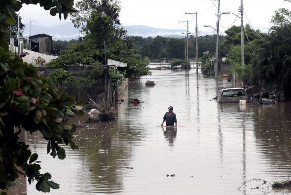 Inundaciones en Acapulco, México El puerto de Acapulco, uno de lo...