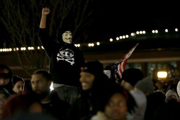 """Algunos de los manifestantes gritaban consignas como """"No justice, no pea..."""