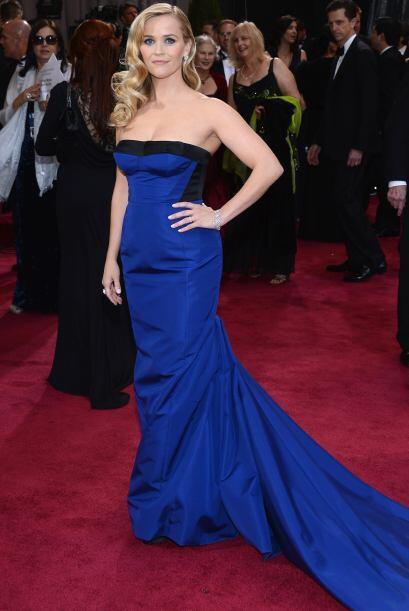 El azul fue uno de los colores que predominó en esta red carpet. Reese W...