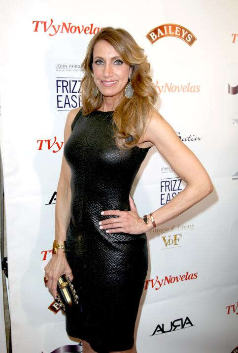 Lili Estefan recibe el premio Power Women por parte de la revista Moves.
