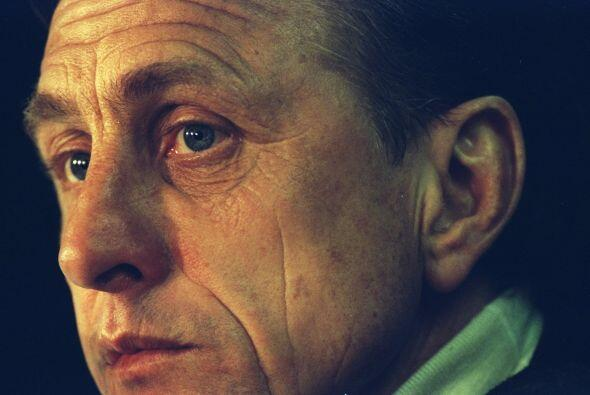 Johan Cruyff, quien por ocho años llevó al Barcelona a practicar una nue...