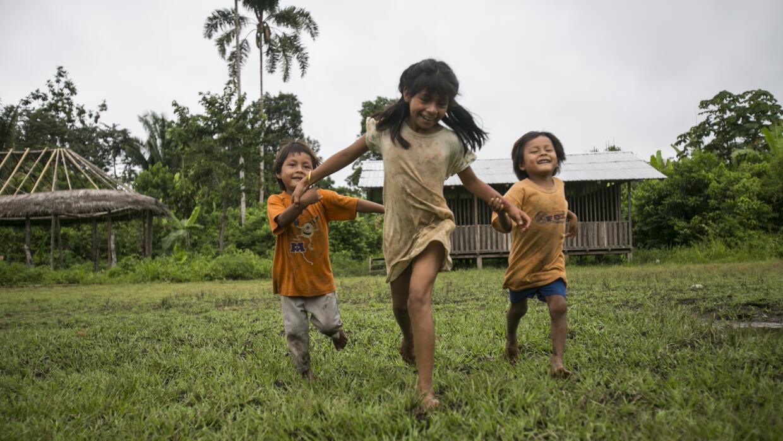 Niños Zapara, en el poblado Llanchama Cocha.