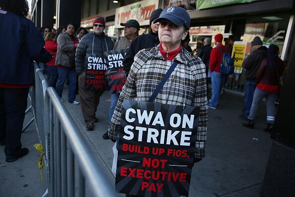 Los empleados combaten el corte de $3 millones en beneficios de salud.