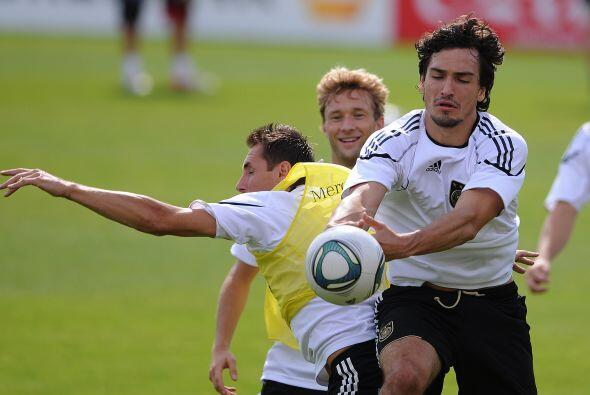 Lo único que no entendemos cómo es que Alemania gana y golea en cada uno...