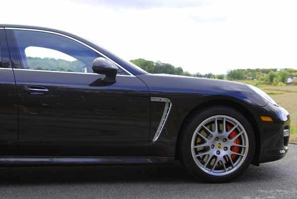 El modelo turbo puede alcanzar las 188 millas por hora, mientras que el...