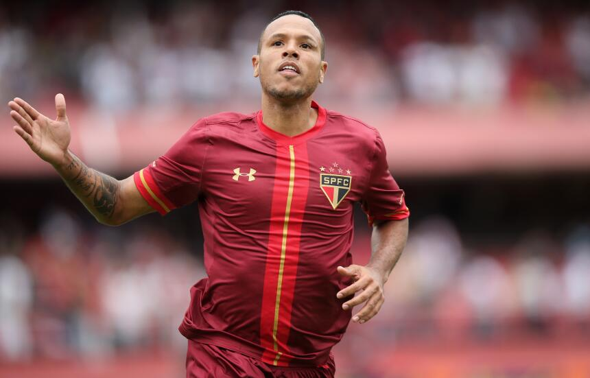 Luis Fabiano - $1.6 millones | El delantero es el segundo futbolista del...