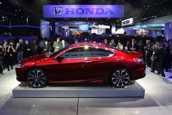 Honda presentó el Accord Coupé Concept en el Autoshow de Detroit. Este m...