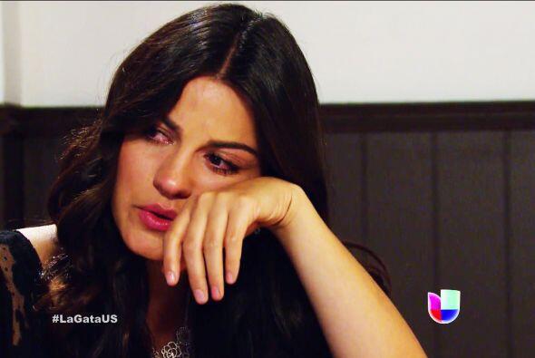 ¡No llores Esmeralda! Sabemos que es muy difícil estar lejos de tus sere...