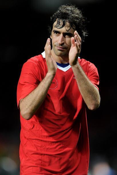 Raúl también se despidió de la gente y aplaudió el apoyo de varios.