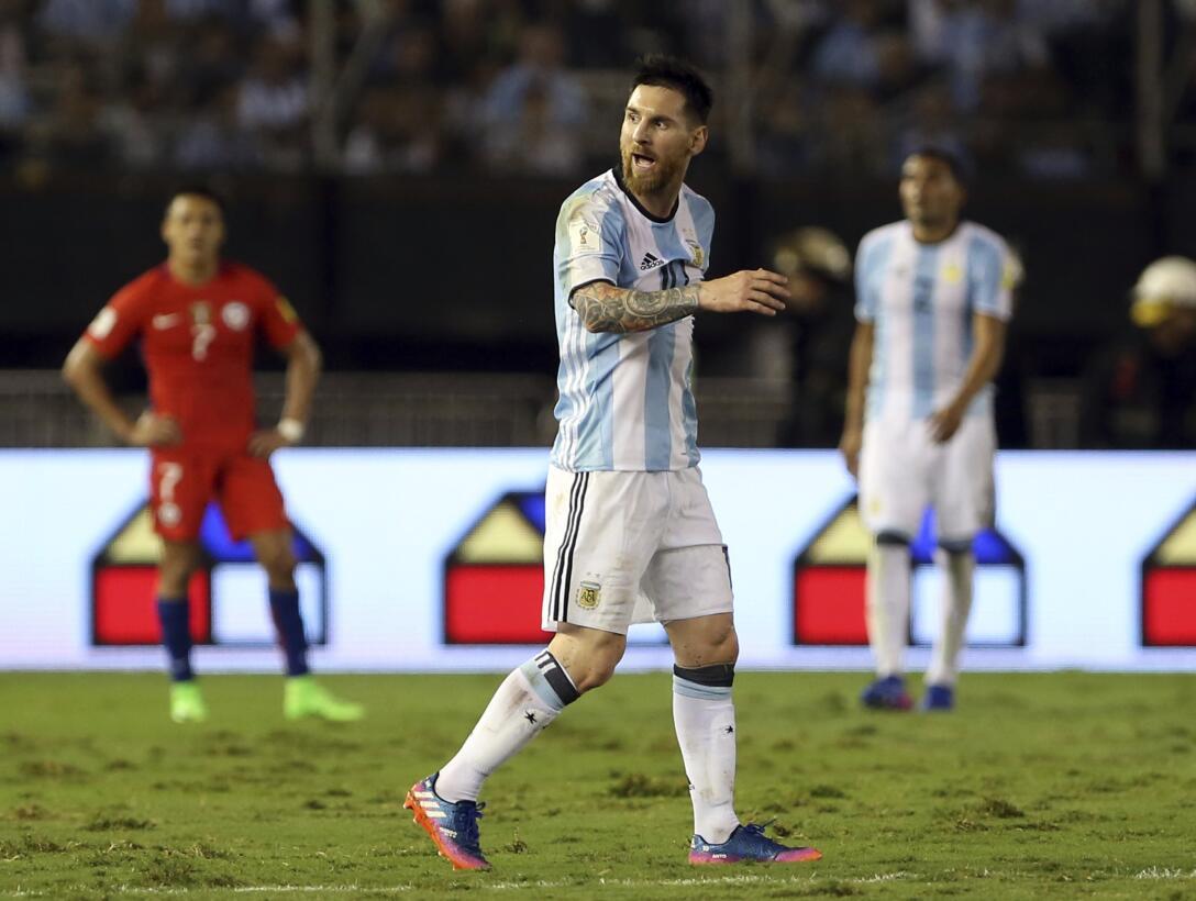 Messi le dijo 'linduras' al juez de línea ante Chile y será suspendido u...