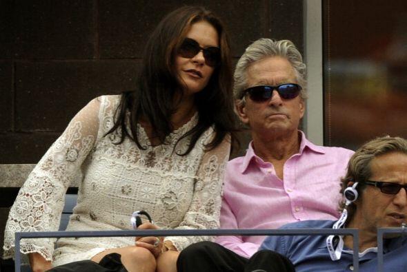 Catherine Zeta Jones y Michael Douglas estuvieron atentos al encuentro e...