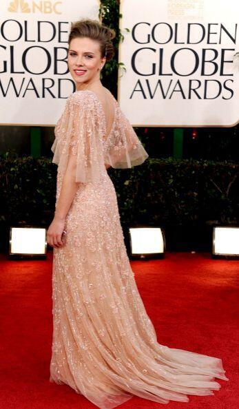 Scarlett Johansson se veía espectacular con un destellante  dise&...
