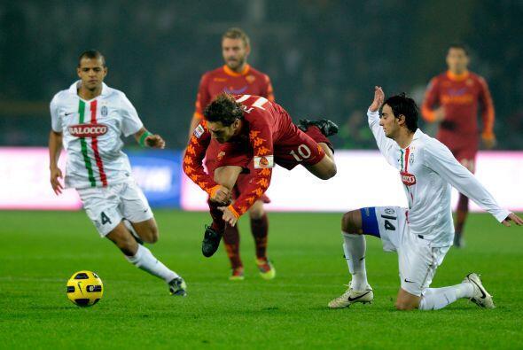 Totti fue el encargado de generar juego en la Roma mientras que Del Pier...