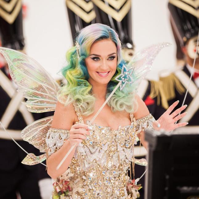 Katy Perry nunca ha tenido miedo de experimentar con varios colores en s...