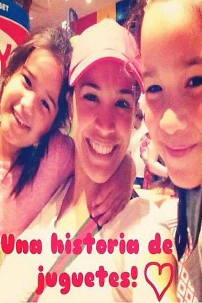 """#momentosinolvidables #misamores #antonellaymichaella #Orlando #toystor..."