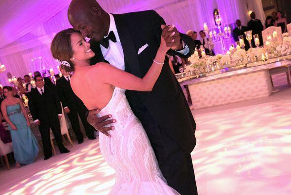 El famoso basquetbolista de 50 años contrajo nupcias con su novia Yvette...