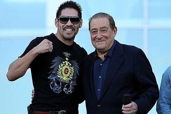 En la ceremonia, el excampeón mexicano Antonio Margarito, reapareció al...