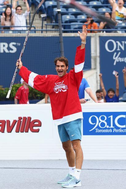 El tenista suizo participó en un partido de exhibición con otros tenista...