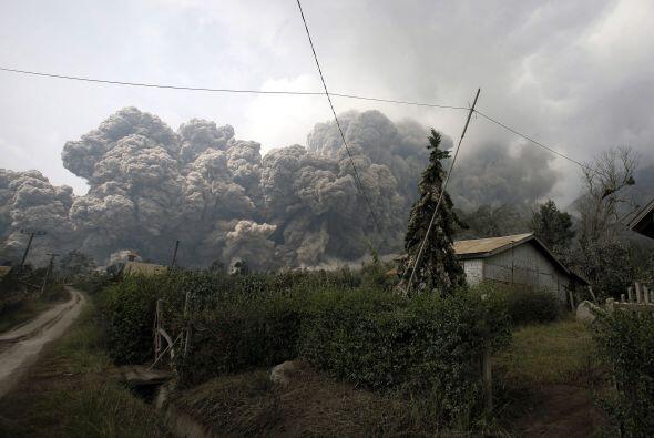 Ésta se encuentra a unos tres kilómetros de la base del volcán.