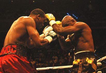 En una pelea muy trabada, Glen Johnson se llevó la victoria por decisión...