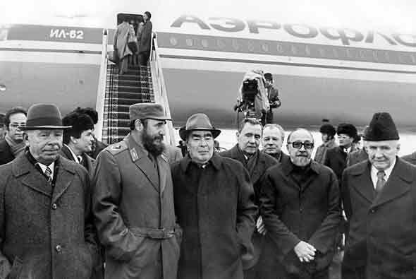 En 1977, Castro visitó de nuevo Moscú para entrevistarse con el líder so...
