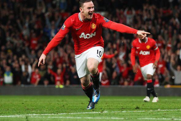 Tras una serie de pases dentro del área rival, Wayne Rooney hac&i...