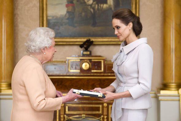 Durante una audiencia privada con la realeza, la actriz fue galardonada...
