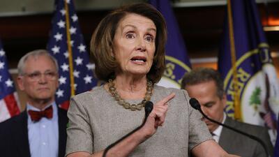 """""""Necesitamos más"""": Dreamers le piden a la líder demócrata Nancy Pelosi más apoyo en el Congreso"""