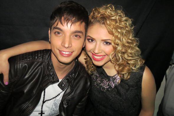 Paloma con José Enrique Poyato antes de salir a cantar.