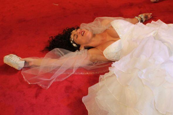 Su vestido de novia quedó perfectamente acomodado... ¿lo habrá ensayado?
