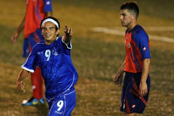 En el minuto 53 Rafael Burgos, quien acababa de entrar al campo de juego...