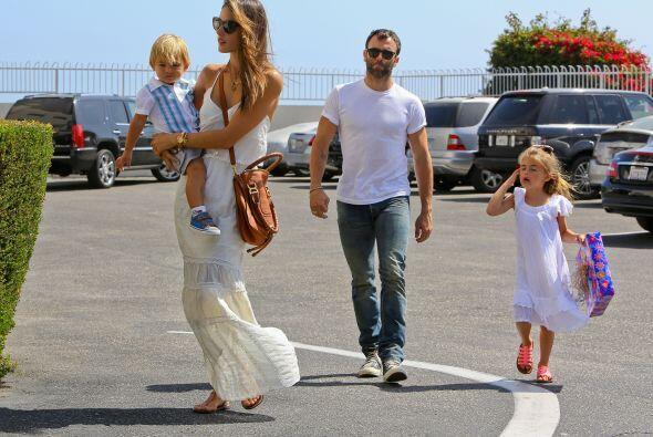 Anja Louise y Noah Phoenix son los hijos de la modelo brasileña Alessand...