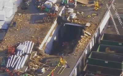 Pánico por el derrumbe de un techo de un almacén en el noroeste de Miami...