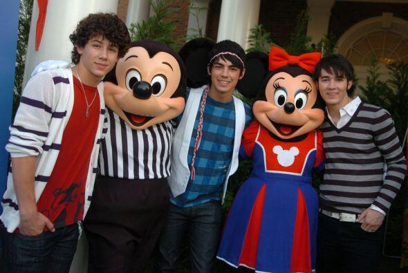 Los hermanos más famosos del mundo, Jonas Brothers, también se escaparon...