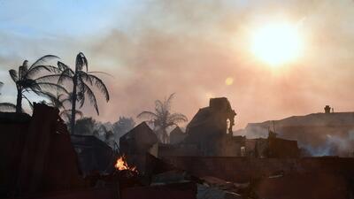 En fotos: Voraz incendio destruye hogares en Anaheim Hills