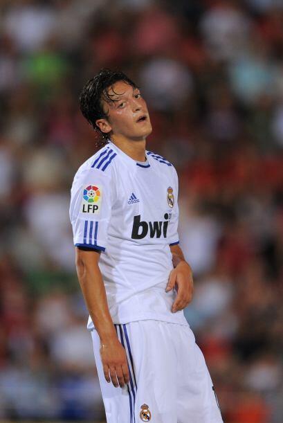 Ya en el campo, Özil tampoco pudo hacer demasiado para cambiar el curso...