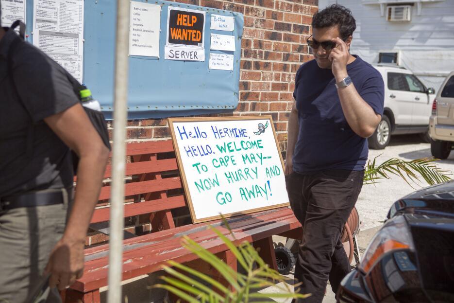 """""""Hola y adiós"""" le dan a Hermine en este restaurante de Cape Ma..."""
