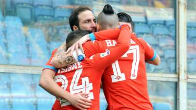 Nápoles asegura el liderato con triunfo en su visita a Sampdoria (4-2)