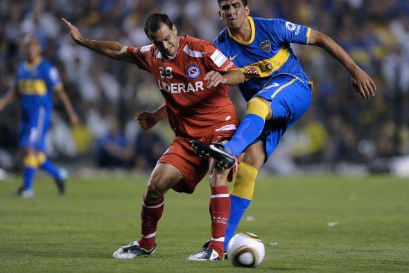 El debut de Román fue frente a Argentinos Juniors, el club donde él inic...