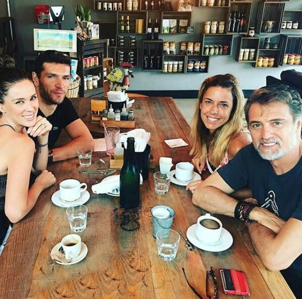 No faltó el cafecito en este encuentro de amigos entre Jacqueline Bracam...