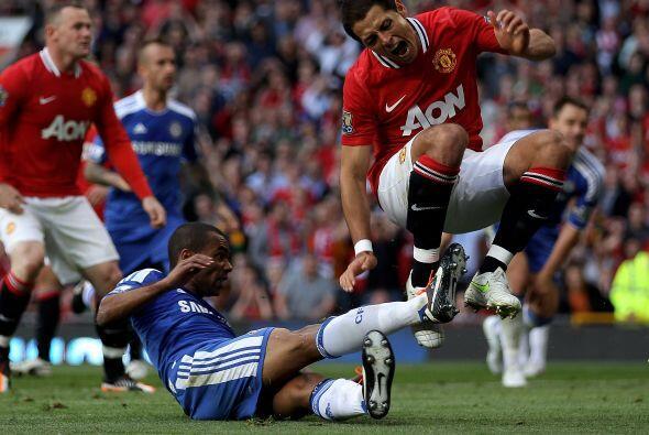 En el duelo entre el 'Man-U' y Chelsea, Javier intentó penetrar el área...
