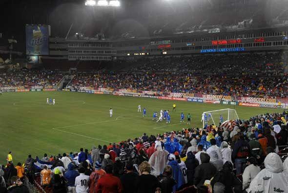 El Salvador encendió la esperanza del triunfo con gol de Rudis Corrales...