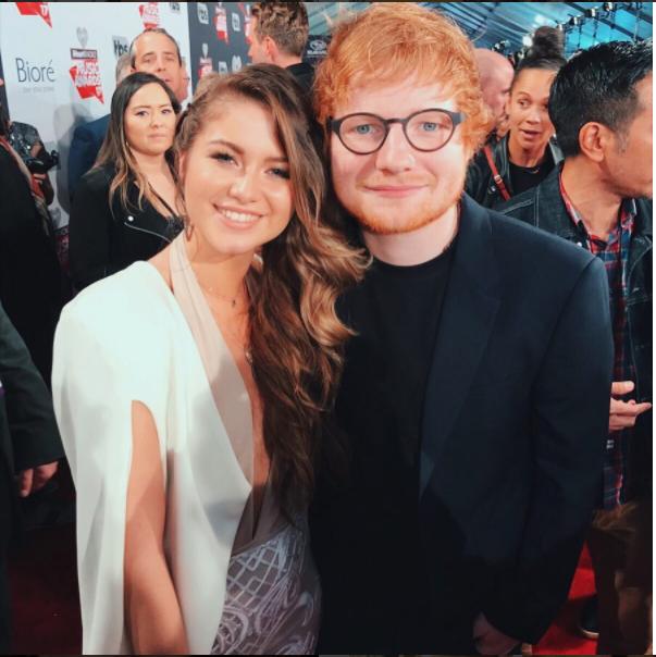 Le encantaría hacer un dúo con Ed Sheeran. Aquí, durante la alfombra de...